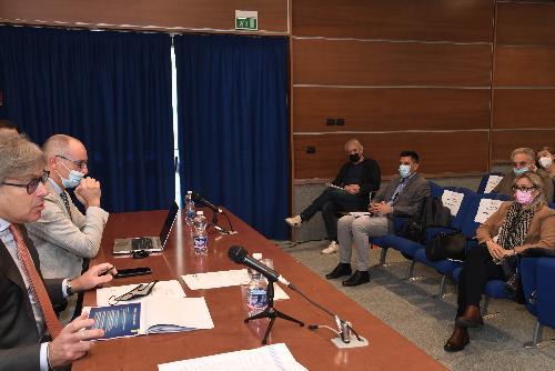 L'assessore regionale alle Attività produttive e turismo, Sergio Emidio Bini, nella sede del Consorzio per il nucleo di industrializzazione della provincia di Pordenone (Nip) - Maniago, 13 ottobre 2021