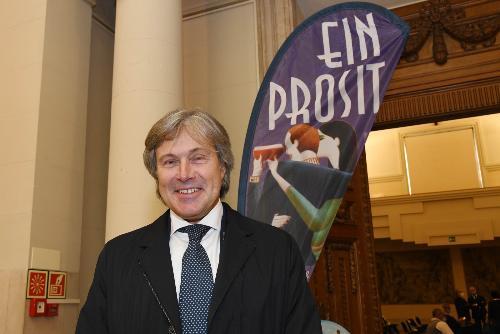 L'assessore regionale alle Attività prouttive e al Turismo Sergio Emidio Bini alla presentazione di Ein Prosit a Udine