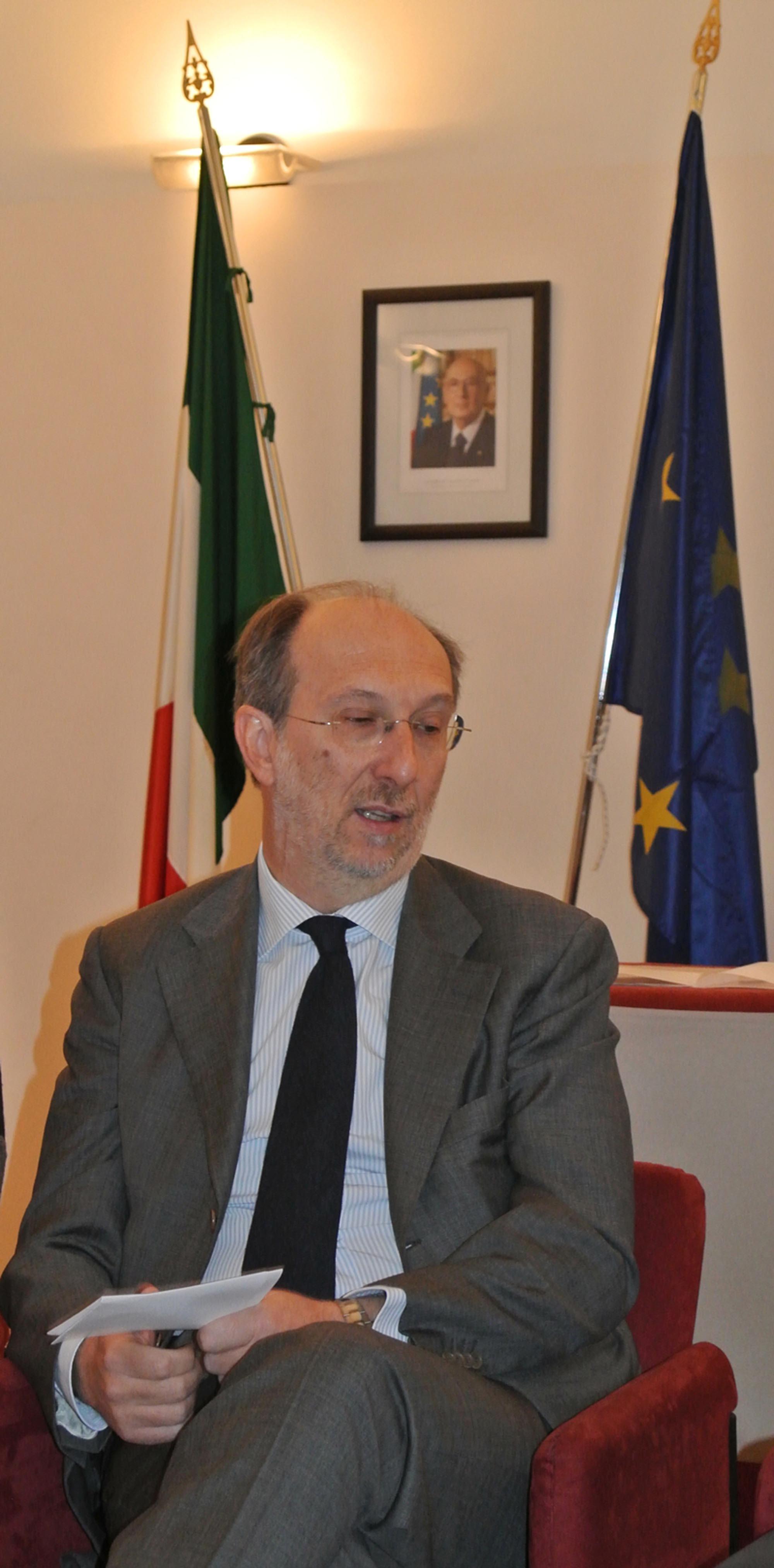 Riccardo Riccardi (Assessore regionale Infrastrutture) all'incontro per la sottoscrizione del Protocollo d'intesa per lo sviluppo della Rete metropolitana a banda larga MAN/Metropolitan Area Network, in Municipio. (Trieste 06/03/13)