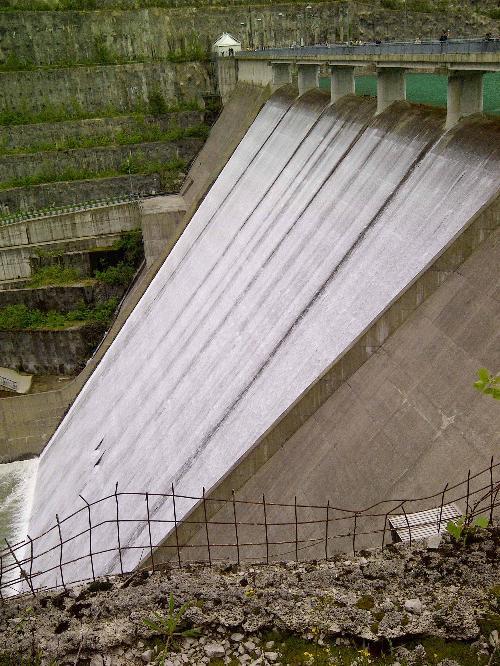 La diga di Ravedis nel giorno della terza prova d'invaso con la quale è stato portato a termine il collaudo della grande opera sul torrente Cellina - 23/05/2014