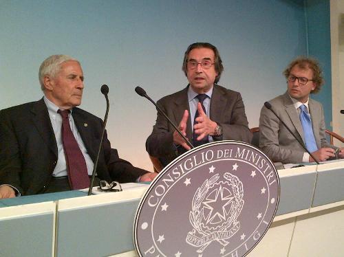 Franco Marini (Presidente Comitato storico scientifico Anniversari di interesse nazionale), Riccardo Muti e Luca Lotti (Sottosegretario Presidenza Consiglio Ministri) - Roma 23/06/2014