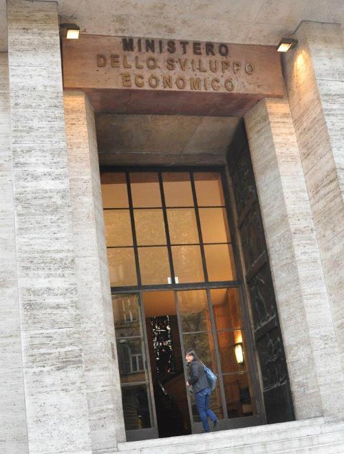 Debora Serracchiani (Presidente Regione Friuli Venezia Giulia) arriva al Ministero dello Sviluppo Economico (MiSE) per il Tavolo sullo stabilimento Ideal Standard di Orcenico di Zoppola (PN) - Roma 11/11/2014