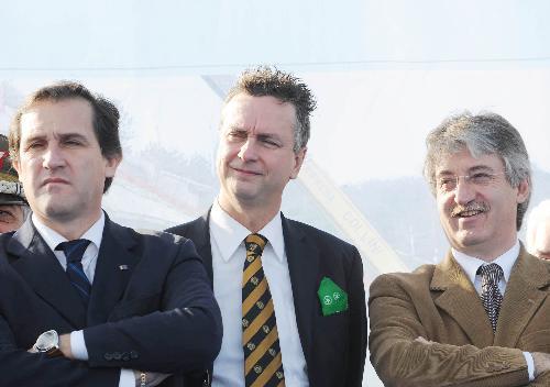 Roberto Menia (Sottosegretario Ambiente), Edouard Ballaman (Presidente Consiglio regionale) e Renzo Tondo (Presidente Friuli Venezia Giulia) nel corso della cerimonia di inaugurazione dell'ultimo lotto della Grande Viabilità Triestina, Padriciano-Cattinara, e del nuovo raccordo autostradale Lacotisce-Rabuiese. (Trieste 19/11/08)
