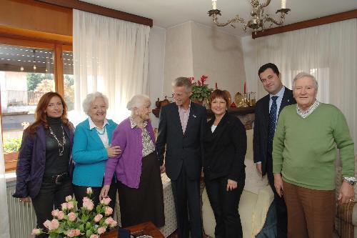 Riccardo Illy (Presidente Regione Friuli Venezia Giulia) insieme a famigliari di Franco Iacop (Assessore regionale Autonomie locali). (Tricesimo 19/10/07)