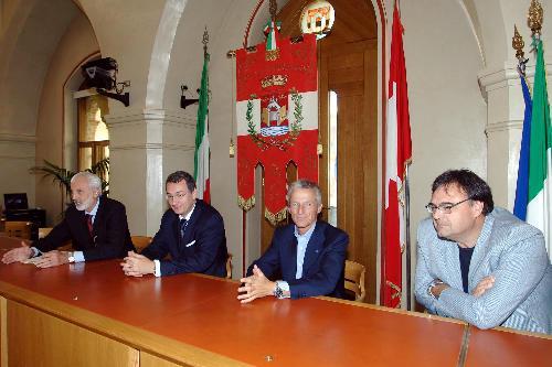 Riccardo Illy (Presidente Regione Friuli Venezia Giulia), Sergio Bolzonello (Sindaco Pordenone) e Giovanni Pittino (Presidente Mercurio SpA) alla firma del Protocollo d'intesa Regione-Comune di Pordenone per la realizzazione della rete wifi. (Pordenone 21/09/07)
