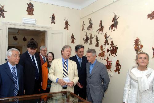 """Il Presidente Riccardo Illy con il Principe Carlo della Torre e Tasso all'inaugurazione della mostra """"La Cina al Castello di Duino"""" (Duino, 12/05/06)"""