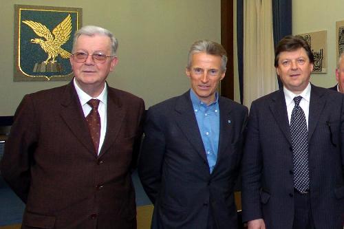 Riccardo Illy (Presidente Regione Friuli Venezia Giulia) con Sergio Bonancin (Sindaco di San Michele al Tagliamento) e Guglielmino Ongaro (Presidente del comitato) (Trieste, 31/03/05)