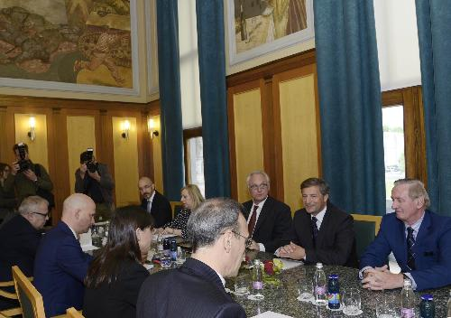 Debora Serracchiani (Presidente Regione Friuli Venezia Giulia) e Paolo Trichilo (Ambasciatore d'Italia a Lubiana) incontrano Karl Viktor Erjavec (Vicepremier e ministro Affari Esteri Repubblica di Slovenia) e Gorazd Zmavc (Ministro per gli Sloveni all'Estero) in Municipio - Nova Gorica (SLO) 10/05/2016