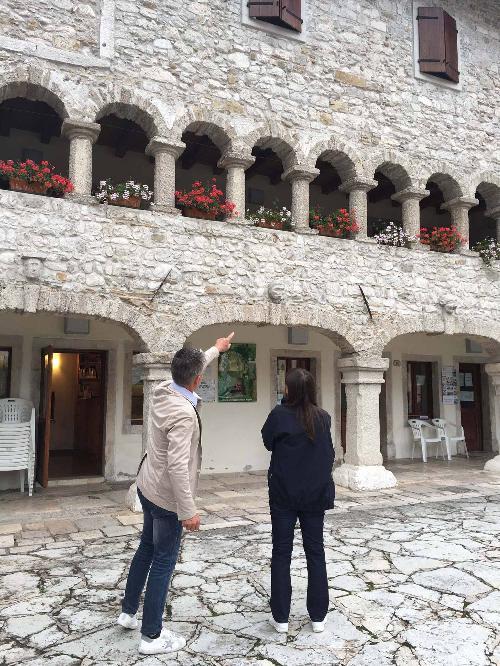 Claudio Traina (Sindaco Barcis) e Debora Serracchiani (Presidente Regione Friuli Venezia Giulia) nel corso del sopralluogo al cantiere per la viabilità alternativa dedicata al trasporto fuori valle degli accumuli ghiaiosi del torrente Cellina - Barcis 01/08/2016