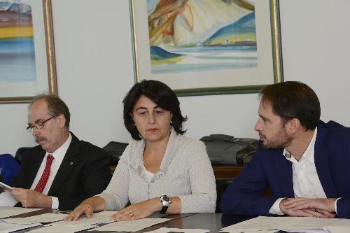 Gli assessori regionali Gianni Torrenti (Cultura, Sport e Solidarietà), Mariagrazia Santoro (Infrastrutture e Territorio) e Cristiano Shaurli (Risorse agricole e forestali) durante la riunione della Giunta del FVG - Udine 04/11/2016