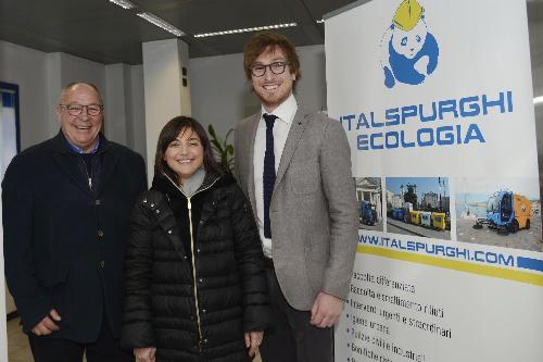 Gianfranco Cergol (Titolare Italspurghi Ecologia S.r.l.), Debora Serracchiani (Presidente Regione Friuli Venezia Giulia) e Lorenzo Cergol (Titolare Neweco S.r.l.) - Trieste 30/01/2017
