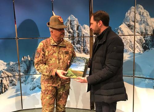 Federico Bonato (Truppe Alpine) e Cristiano Shaurli (Assessore regionale Risorse agricole e forestali, presidente AINEVA) - San Candido (BZ) 16/03/2017