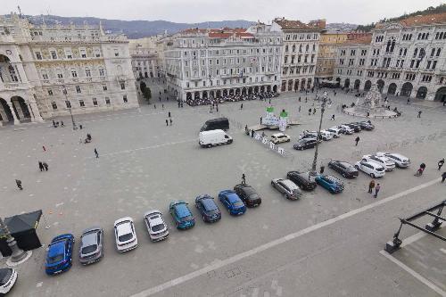 """Piazza Unità per la prima gara del Campionato ECONOVA Cup 2017 """"ECONOVA ADRIATIC RALLY"""" di regolarità per vetture elettriche e a energia alternativa - Trieste 23/03/2017"""