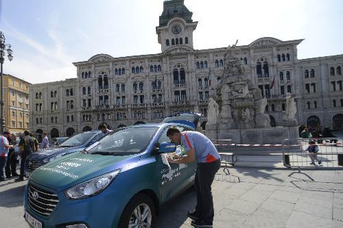 """Automobile partecipante alla prima gara del Campionato ECONOVA Cup 2017 """"ECONOVA ADRIATIC RALLY"""" di regolarità per vetture elettriche e a energia alternativa, in piazza Unità - Trieste 23/03/2017"""