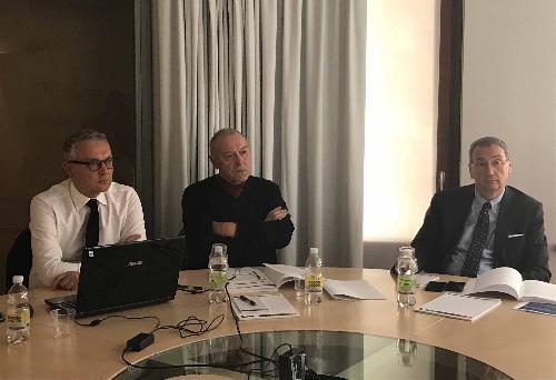 Danio Farinelli e Mario Gollino (Direttore e presidente Carnia Industrial Park) e Sergio Bolzonello (Vicepresidente Regione FVG e assessore Attività produttive, Turismo e Cooperazione) all'assemblea dei soci del Carnia Industrial Park - Tolmezzo 10/05/2017