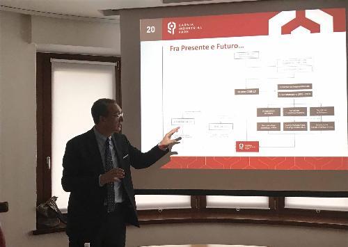 Sergio Bolzonello (Vicepresidente Regione FVG e assessore Attività produttive, Turismo e Cooperazione) illustra contratti di insediamento e nuovi canali contributivi a imprenditori del Carnia Industrial Park - Tolmezzo 10/05/2017