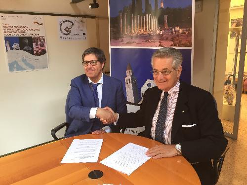 Maurizio Ionico (Amministratore unico Ferrovie Udine-Cividale - FUC) e Antonio Zanardi Landi (Presidente Fondazione Aquileia) alla firma dell'accordo di partnership - Udine 26/06/2017