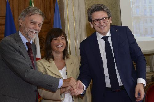 Z leve: minister Graziano Delrio, predsednica FJK Debora Serracchiani in predsednik Pristaniške uprave Zeno D'Agostino
