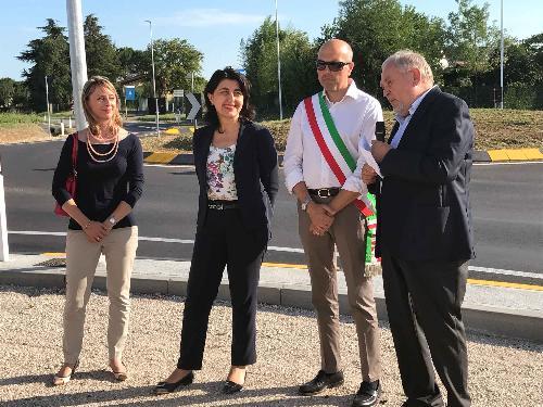 Mariella Moschione (Vicepresidente Consorzio ZIU), Mariagrazia Santoro (Assessore regionale Infrastrutture e Territorio), Nicola Turello (Sindaco Pozzuolo del Friuli) e Renzo Marinig (Presidente Consorzio ZIU) all'inaugurazione della rotatoria a intersezione tra la via Buttrio, in comune di Pozzuolo, e la strada provinciale 94 di Bicinicco - Pozzuolo del Friuli 13/07/2017