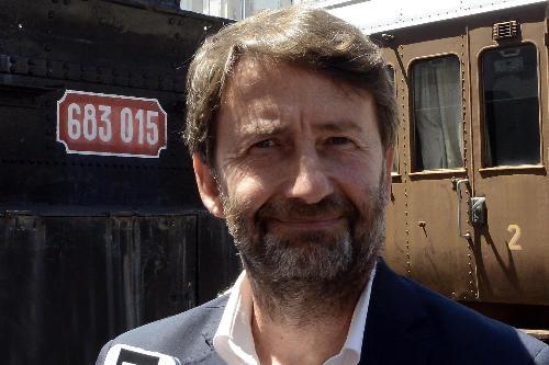 Dario Franceschini (Ministro Beni e Attività Culturali e Turismo) accanto a un treno storico del Museo Ferroviario - Trieste 18/07/2017