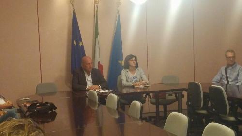 Sara Vito (Assessore regionale Ambiente ed Energia) con Roberto Giovanetti (Direttore centrale Ambiente ed Energia) all'incontro con i sindaci dell'area isontina - Gorizia 25/07/2017