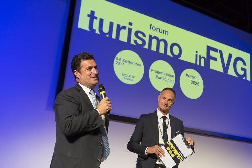 """Franco Iacop (Presidente Consiglio regionale) e Bruno Bertero (Direttore Marketing PromoTurismo FVG) al Forum """"Turismo in FVG - Progettazione partecipata verso il 2025"""" - Trieste 06/09/2017"""