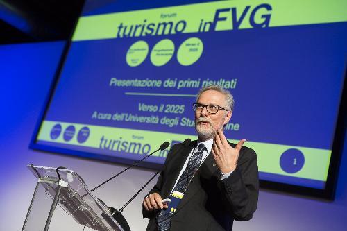 """Francesco Marangon (Docente dipartimento Scienze economiche e statistiche Università Udine) al Forum """"Turismo in FVG - Progettazione partecipata verso il 2025"""" - Trieste 06/09/2017"""