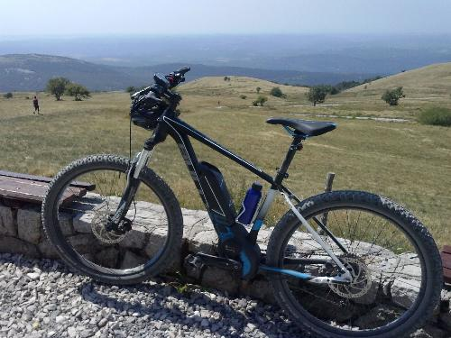 Una bicicletta a pedalata assistita