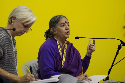 Vandana Shiva (Scienziata ed economista indiana) riceve il premio Dolomiti Unesco a pordenonelegge - Pordenone 14/09/2017 (Foto Gigi Cozzarin)