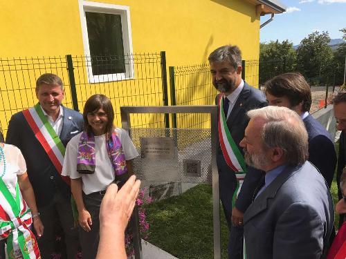"""Debora Serracchiani (Presidente Regione Friuli Venezia Giulia) e Franco Ceregioli (Sindaco Sarnano) all'inaugurazione della scuola dell'infanzia """"Benedetto Costa"""" - Sarnano (MC) 15/09/2017"""