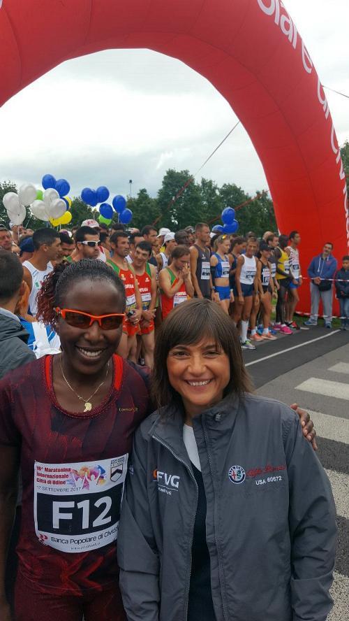 Lornah Kiplagat (maratoneta e mezzofondista) e Debora Serracchiani (Presidente Regione Friuli Venezia Giulia) alla partenza della Maratonina di Udine - Cividale del Friuli 17/09/2017