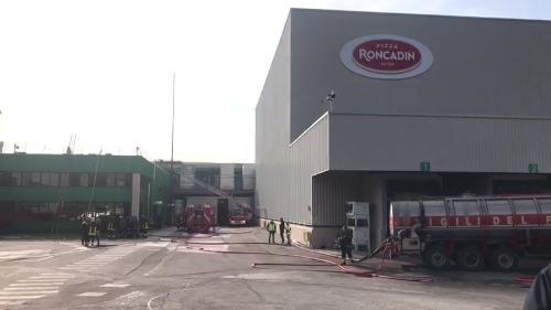 Lo stabilimento Roncadin interessato dall'incendio - Meduno 22/09/2017