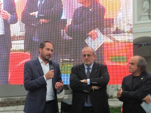 """Cristiano Shaurli (Assessore regionale Risorse agricole e forestali), Rodolfo Ziberna (Sindaco Gorizia) e Davide Paolini (Critico enogastronomico) a """"Gusti di Frontiera"""" - Gorizia 23/09/2017"""