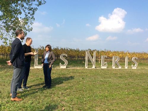 Debora Serracchiani (Presidente Regione Friuli Venezia Giulia) e Cristiano Shaurli (Assessore regionale Risorse agricole e forestali) visitano l'azienda agricola Lis Neris - San Lorenzo Isontino 12/10/2017