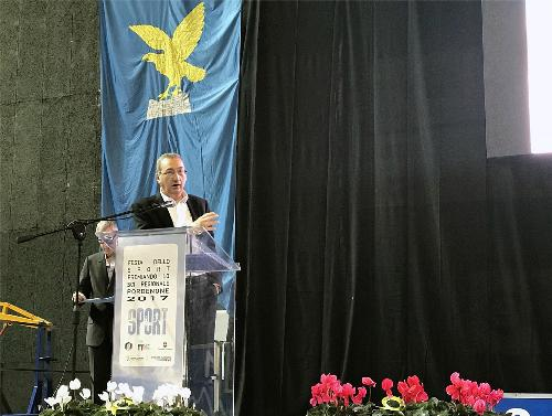 Sergio Bolzonello (Vicepresidente Regione FVG e assessore Attività produttive, Turismo e Cooperazione) interviene alla festa regionale dello sci - Pordenone 15/10/2017