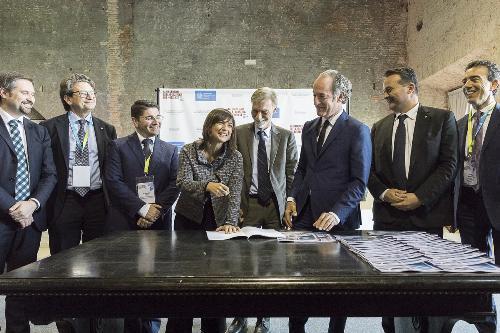 Debora Serracchiani (Presidente Regione Friuli Venezia Giulia), Graziano Delrio (Ministro Infrastrutture e Trasporti) e Luca Zaia (Presidente Regione Veneto) agli Stati generali della logistica del Nordest - Venezia 26/10/2017