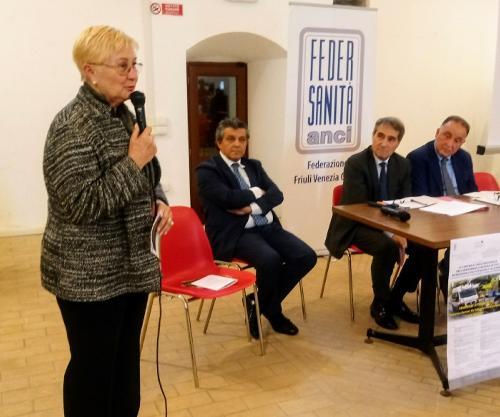 Renata Bagatin (Vicepresidente III Commissione consiliare) interviene all'incontro sull'attività del numero unico dell'emergenza (NUE) - Palmanova 27/10/2017