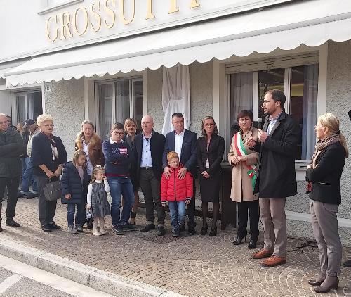 Cristiano Shaurli (Assessore regionale Risorse agricole e forestali) interviene alla cerimonia di scoprimento della targa di locale storico all'Osteria Grossutti - Bertiolo 29/10/2017