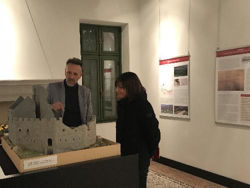 Debora Serracchiani (Presidente Regione Friuli Venezia Giulia) visita la villa di Toppo Wassermann con Luca Villa (Archeologo) - Travesio 06/11/2017
