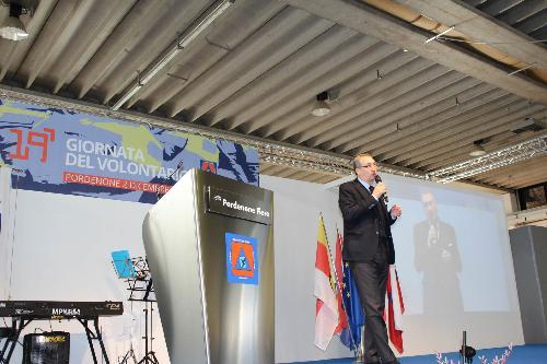 Sergio Bolzonello (Vicepresidente Regione FVG e assessore Attività produttive, Turismo e Cooperazione) interviene alla Giornata del volontario della Protezione civile - Pordenone 02/12/2017
