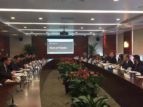 Debora Serracchiani (Presidente Regione Friuli Venezia Giulia) all'incontro con i vertici di China Communications Construction Company Limited (CCCC) - Pechino 04/12/2017