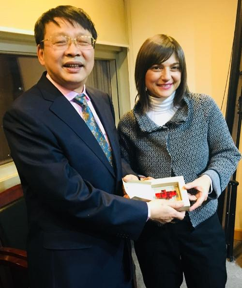 Debora Serracchiani (Presidente Regione Friuli Venezia Giulia) con Yin Zonghua (Vicepresidente China Council for the Promotion of International Trade - CCPIT) - Pechino 04/12/2017