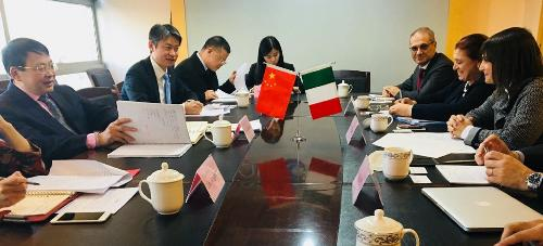 Debora Serracchiani (Presidente Regione Friuli Venezia Giulia) incontra Yin Zonghua (Vicepresidente China Council for the Promotion of International Trade - CCPIT) - Pechino 04/12/2017