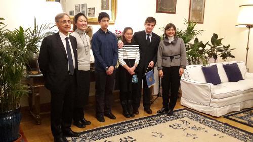 Ettore Sequi (Ambasciatore d'Italia a Pechino) e Debora Serracchiani (Presidente Regione Friuli Venezia Giulia) con il corregionale Juan Bautista Simoni e la sua famiglia - Pechino 04/12/2017
