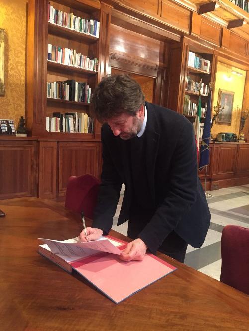 Dario Franceschini (Ministro Beni e Attività Culturali e Turismo) firma l'accordo per la valorizzazione del patrimonio culturale di Aquileia - Roma, 20/12/2017
