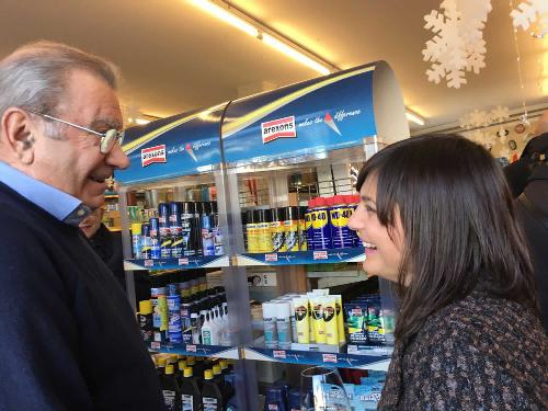 Aldo Meroi (Titolare Ferramenta Meroi) e Debora Serracchiani (Presidente Regione Friuli Venezia Giulia) nel 65° anniversario della ditta Meroi - Buttrio 23/12/2017
