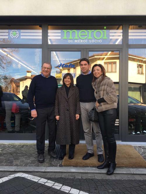 Debora Serracchiani (Presidente Regione Friuli Venezia Giulia) tra Aldo e Filippo Meroi (Titolari Ferramenta Meroi) nel 65° anniversario della ditta Meroi - Buttrio 23/12/2017