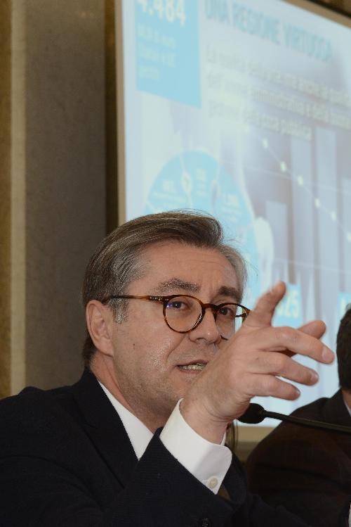 Francesco Peroni (Assessore regionale Finanze, Patrimonio, Coordinamento e Programmazione Politiche economiche e comunitarie) nel corso della conferenza stampa di fine anno - Trieste 22/12/2017