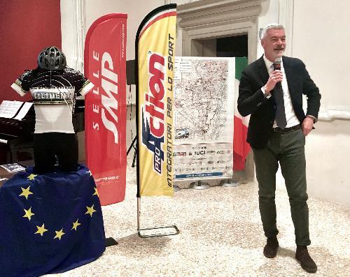 L'assessore regionale alla Protezione civile Paolo Panontin alla cerimonia di presentazione della 10. edizione della Tiliment marathon bike svoltasi a Spilimbergo