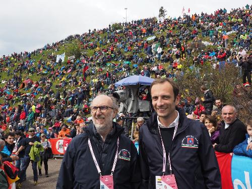 Il governatore del FVG, Massimiliano Fedriga, e il vicepresidente con delega alla Protezione Civile, Riccardo Riccardi, all'arrivo della tappa dello Zoncolan del Giro d'Italia.